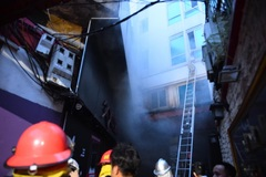 Tourists saved from burning hotel in Hanoi