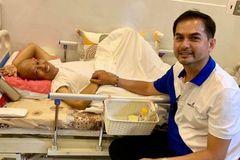Đức Tiến trao hơn 145 triệu giúp nghệ sĩ Xuân Hiếu chữa ung thư