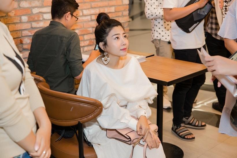 Sau bạo bệnh, Mai Phương tươi tắn đến mừng Nam Cường ra MV