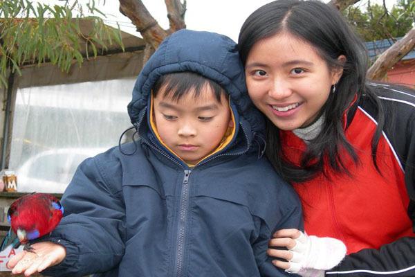 Nữ bác sĩ gốc Việt mồ côi mẹ lúc 10 tuổi vào top 10 hoa hậu Úc