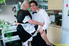 Cụ bà 83 và chồng kém 40 tuổi, cưới nhau 14 năm vẫn viên mãn