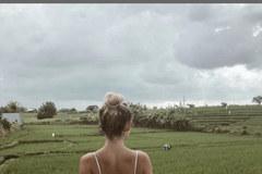 Blogger du lịch phải đóng Instagram vì bức ảnhnhạy cảm trên cánh đồng lúa