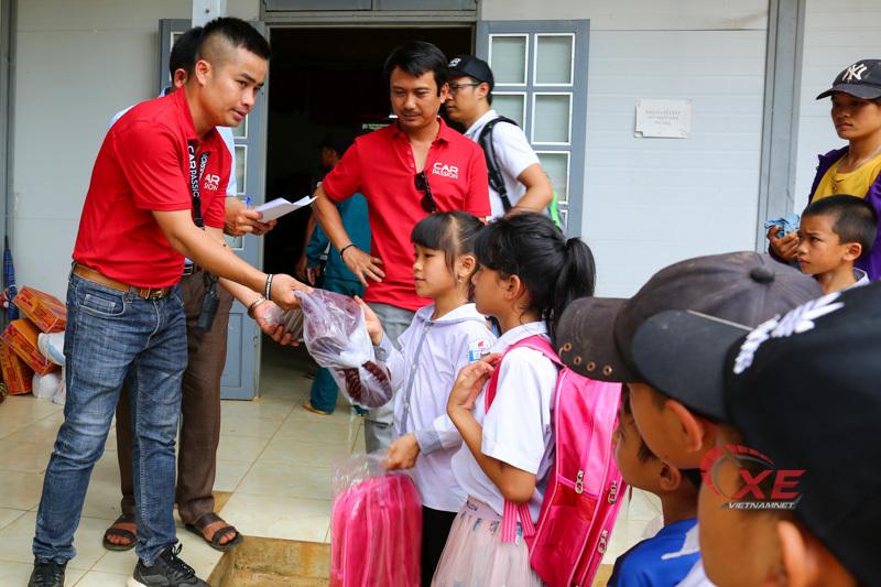 Car Passion 2019 tặng quà từ thiện cho dân nghèo xã Tân Hợp
