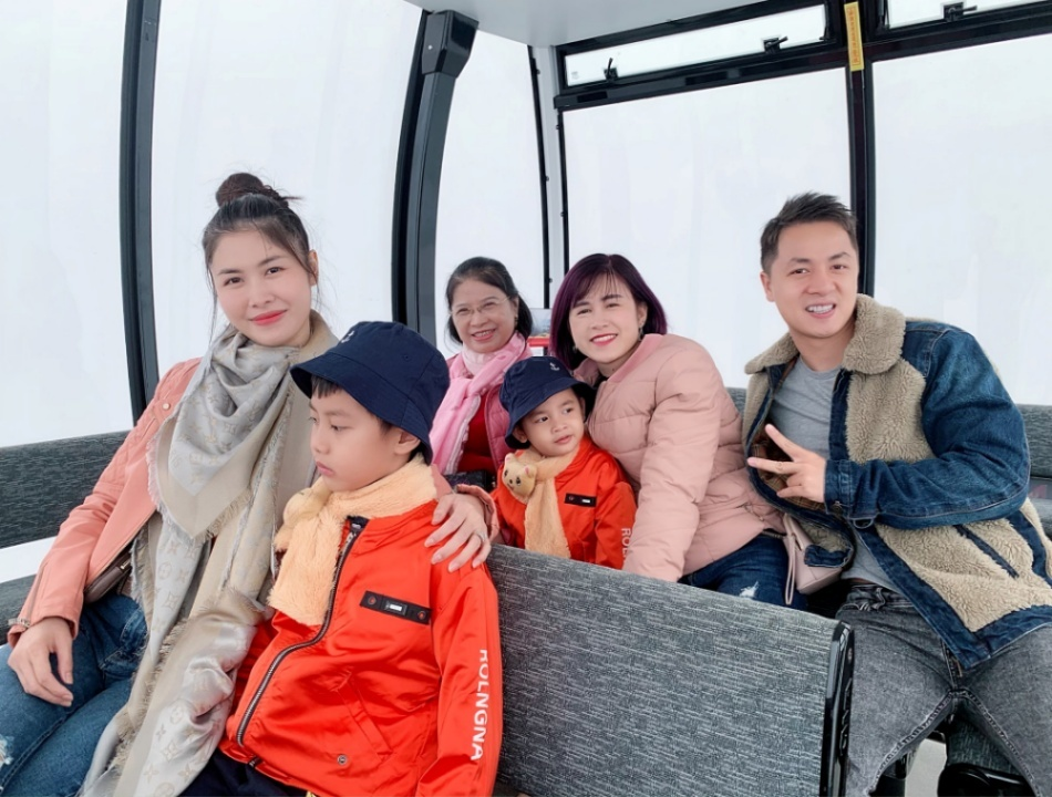 Đăng Khôi và vợ đưa cả gia đình chinh phục đỉnh Fansipan