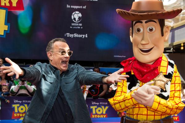 Tom Hanks nhận cát xê khủng nhờ lồng tiếng cho 'Câu chuyện đồ chơi'