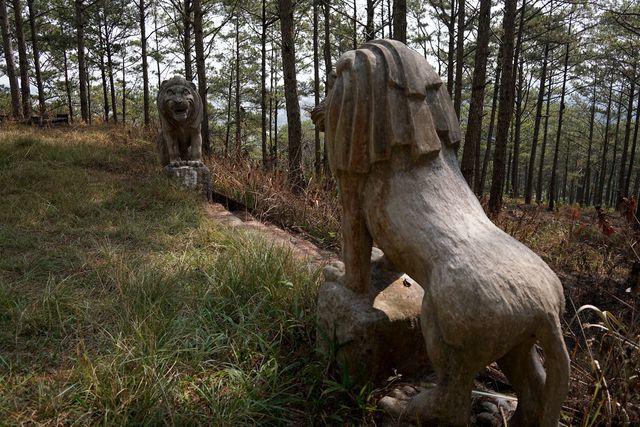 Khám phá lăng mộ bằng đá xanh của phụ thân Nam Phương hoàng hậu