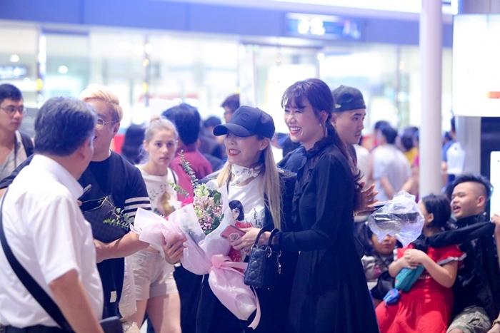 Hari Won đón 'báu vật Hàn Quốc' Kim So Hyang đến Việt Nam