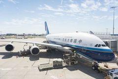 Đỗ máy bay 'đè vạch', phi công bị phạt 7,5 triệu