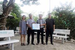 Hyundai Lê Văn Lương tặng quà trung tâm đào tạo lái xe