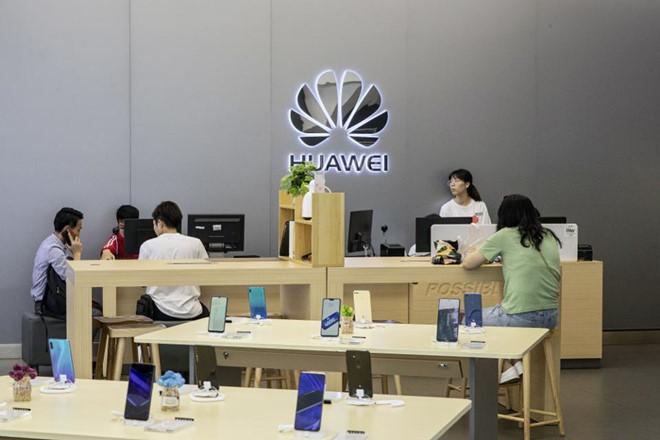Huawei hoàn tiền nếu smartphone không dùng được Google, Facebook