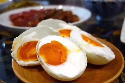 Trẻ nôn ra máu vì ăn trứng để qua đêm, bác sĩ chỉ cách bảo quản thức ăn thừa
