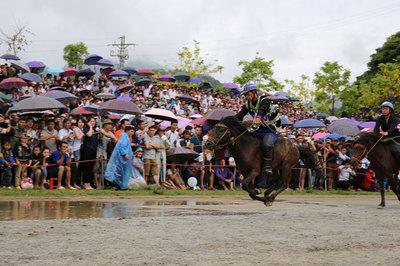 Lần đầu tiên tổ chức đua ngựa ở Fansipan