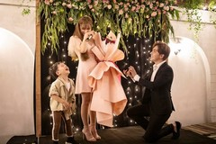 Thu Thủy bật khóc khi bạn trai kém 10 tuổi cầu hôn ngọt ngào