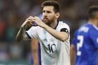 Messi ghi bàn trên chấm 11m giải cứu Argentina