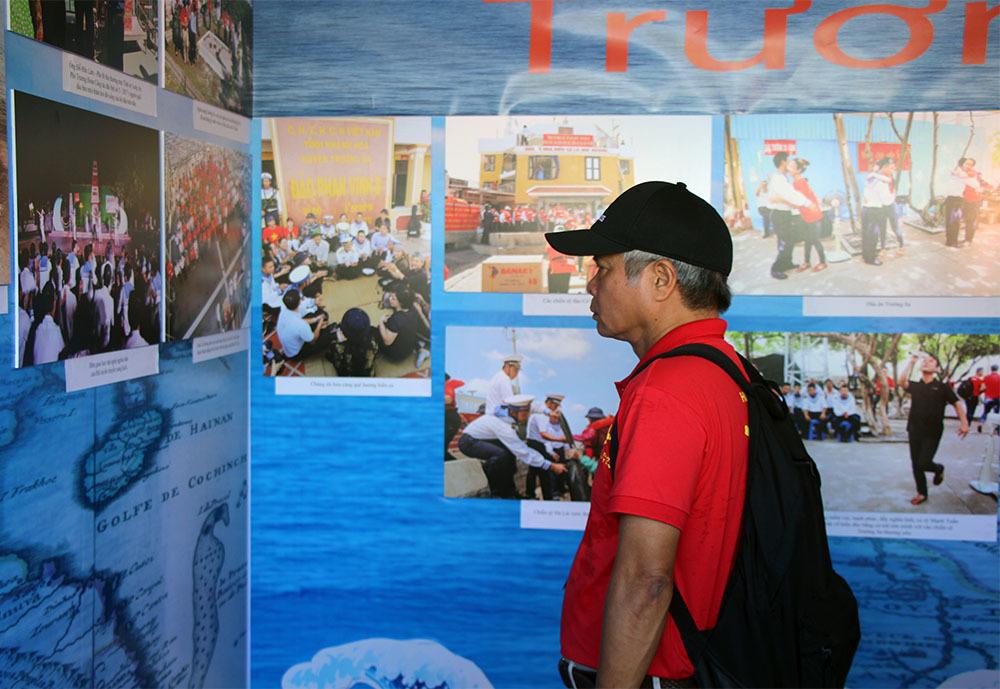Khai mạc triển lãm ảnh tuyên truyền chủ quyền, phát triển bền vững biển, đảo