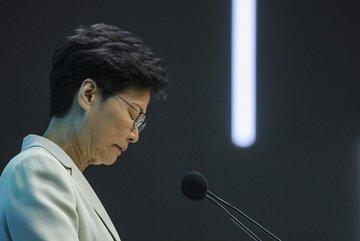 Lý do lãnh đạo Hong Kong không cúi mình khi xin lỗi người dân