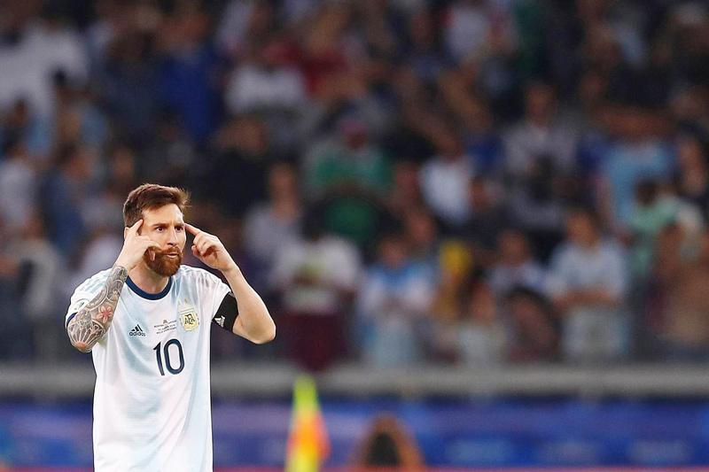 Messi 'cô đơn' quá, Argentina may mãi được sao