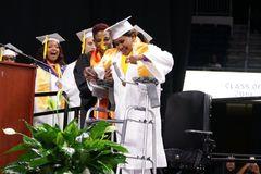 Kỳ tích nữ sinh tốt nghiệp sau 5 tháng hôn mê
