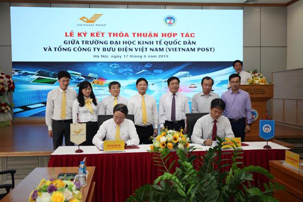 Vietnam Post dành riêng học bổng cho SV ĐH Kinh tế Quốc dân