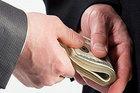 Nữ cựu kiểm sát viên nhận hối lộ hứa 'chạy án' và cái kết
