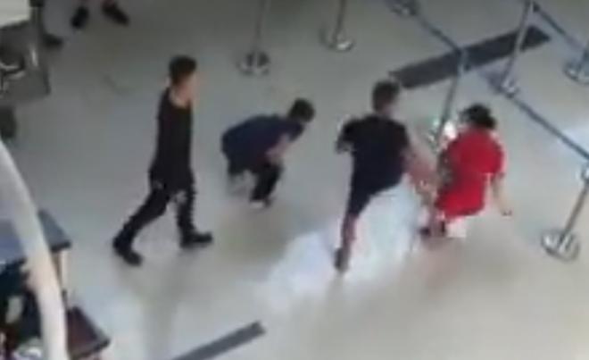 Hành hung nữ nhân viên hàng không ở Thanh Hóa, 3 gã trai lãnh án