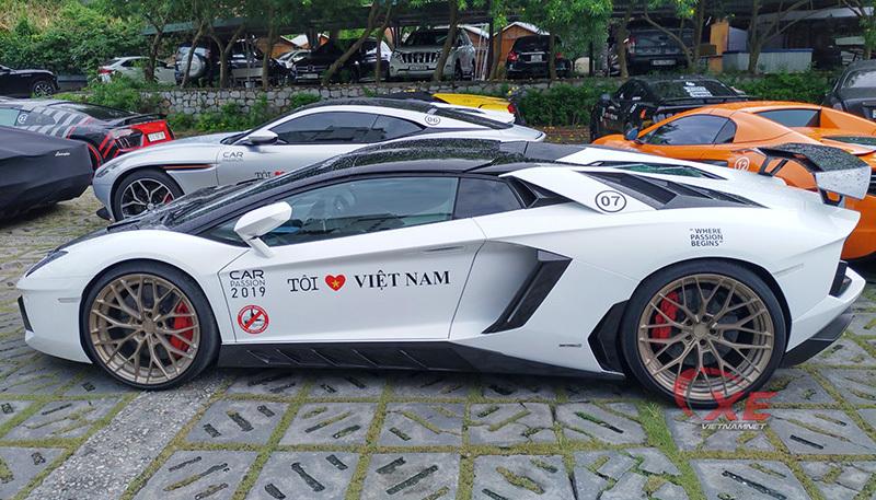 Đẳng cấp chơi siêu xe Lamborghini đáng nể của đại gia Tùng 'vàng'