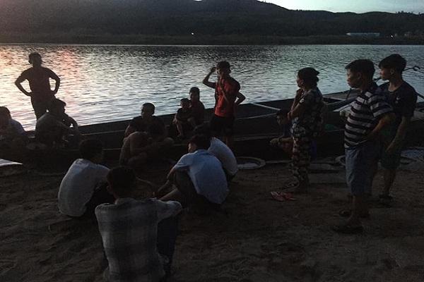 Vừa đi phụ hồ về, nam sinh lớp 10 nhảy xuống sông cứu em nhỏ đuối nước