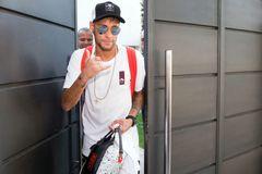 """Neymar """"đình công"""" bất chấp, nằng nặc đòi về Barca"""