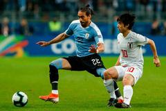 Nhật Bản cưa điểm với Uruguay sau màn rượt đuổi kịch tính