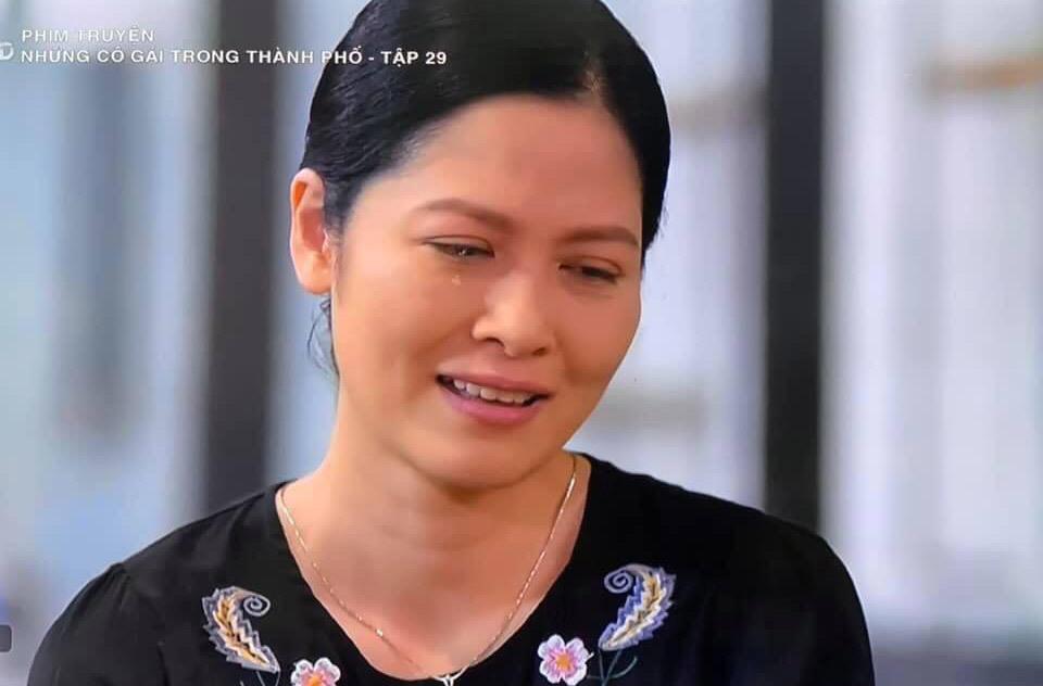 Nhan sắc thật của người phụ nữ làm ông Sơn chao đảo trong 'Về nhà đi con'
