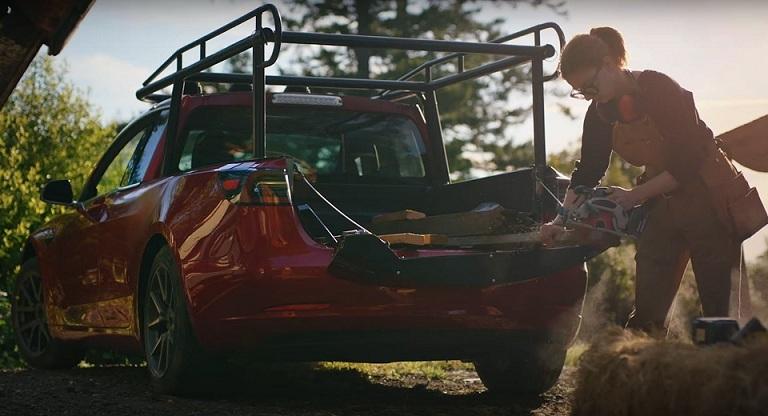 Cô gái chơi trội độ Tesla Model 3 mới thành xe bán tải chất lừ