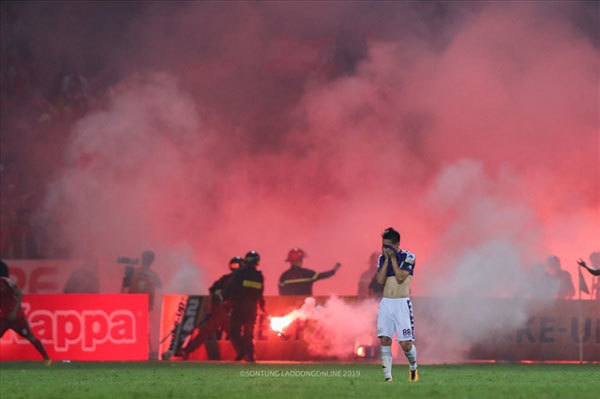 V.League 1 clubs fined for flares