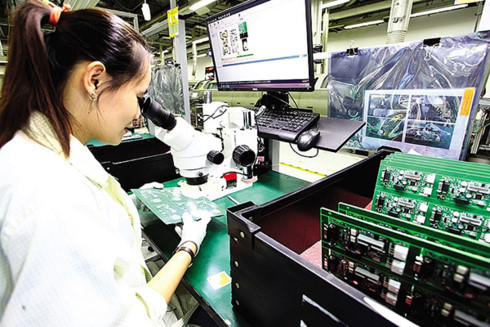 Foreign giants pull components manufacturers to Vietnam