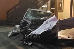 Thanh niên phê thuốc, lái Lamborghini đâm nát 2 ô tô