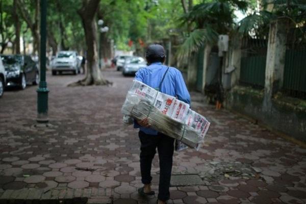 View và chuyện 'cơm áo gạo tiền' của báo chí