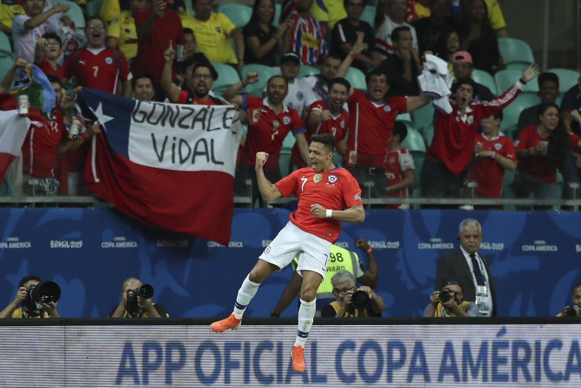 Alexis Sanchez lập đại công, Chile bay vào tứ kết