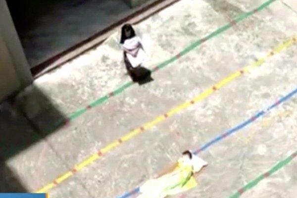 Giáo viên mầm non bị sa thải vì phạt trẻ đứng ngoài trời nắng