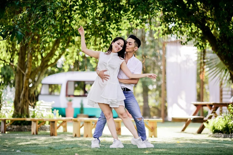Khánh Thi đăng ảnh hôn, chúc mừng sinh nhật chồng trẻ Phan Hiển