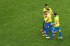 Lập mưa siêu phẩm, Brazil giành vé tứ kết