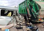 Tài xế buồn ngủ chở 11 người, tông mạnh xe rác đỗ ven đường ở Mũi Né