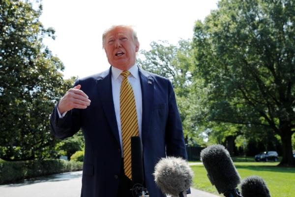 Ông Trump hoãn lệnh trục xuất quy mô lớn