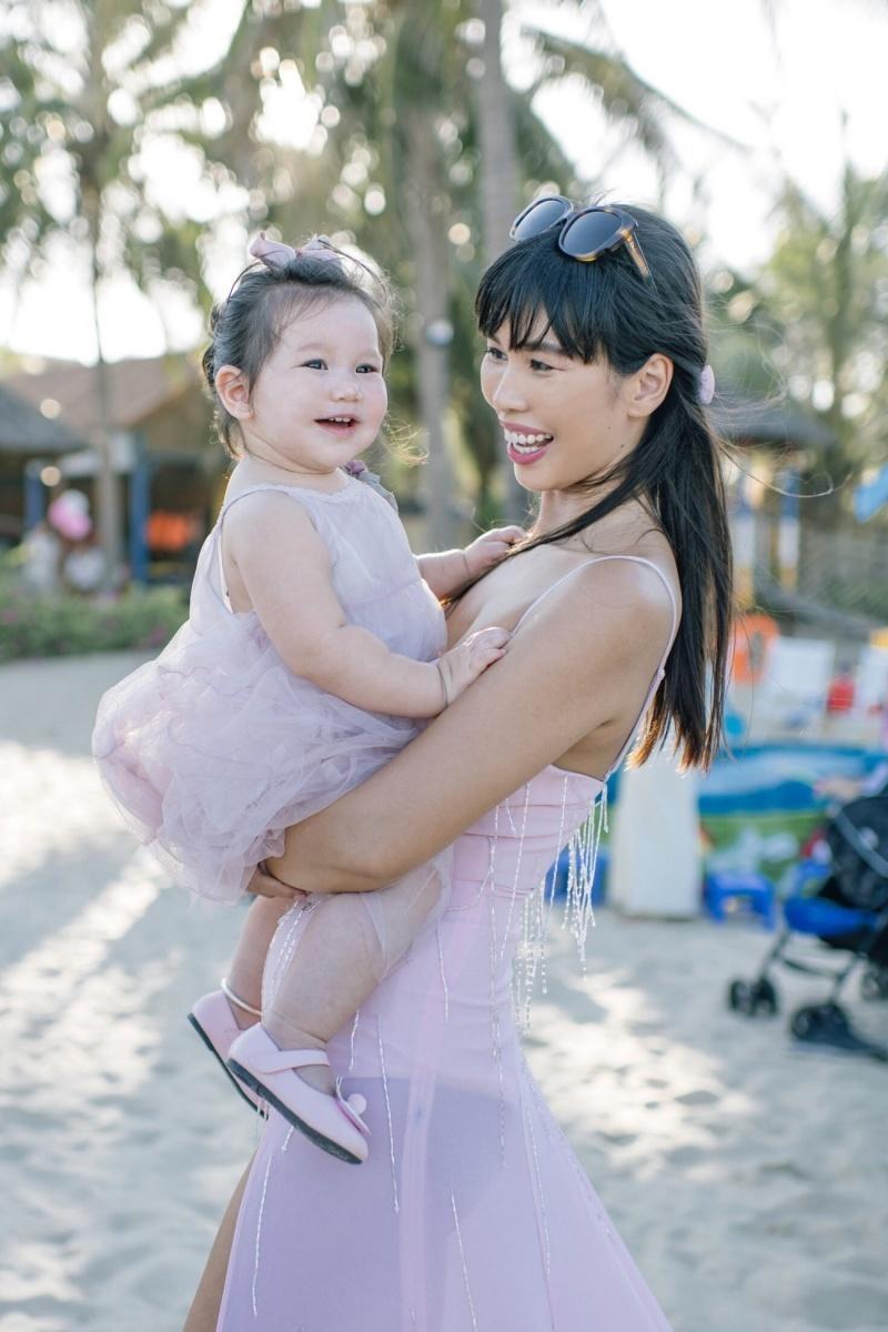 Siêu mẫu Hà Anh tổ chức sinh nhật hoành tráng cho con gái đầu lòng