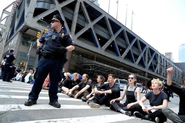 Biểu tình chống biến đổi khí hậu ở Mỹ, 70 người bị bắt