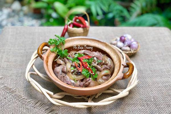 Công thức làm món thịt bê nấu nồi gọ dậy mùi tiêu, hành tím