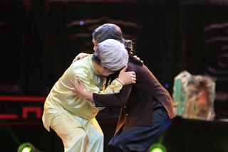 Vượng Râu khóc trên sân khấu, 'thề' kiếp sau không làm nghệ sĩ