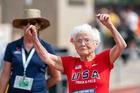 Cụ bà 103 tuổi vô địch thi chạy, gây bão trên mọi đường đua