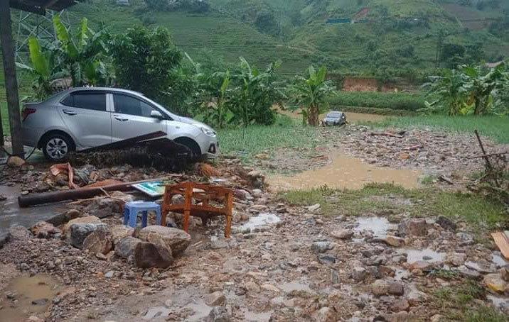 Mưa lũ trút xuống miền Bắc, bé 2 tuổi và 3 công nhân mất tích ở Lai Châu