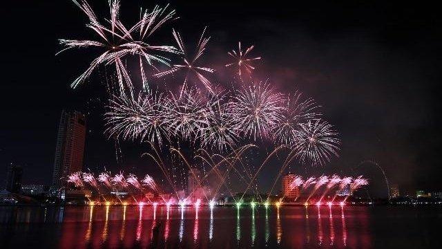 Colourful firework displays wow spectators in Da Nang