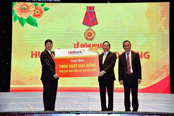 6 tháng, HDBank tặng 1,1 tỷ đồng cho Quỹ Bảo trợ trẻ em Việt Nam