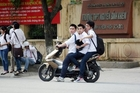 Học sinh PTTH đi xe máy bị phạt thế nào?